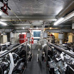 Top-Gun_engine_room_1