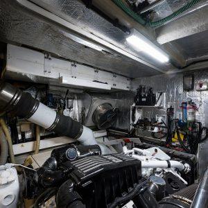 Top-Gun_engine_room_10