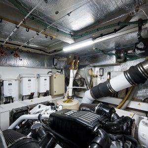 Top-Gun_engine_room_11