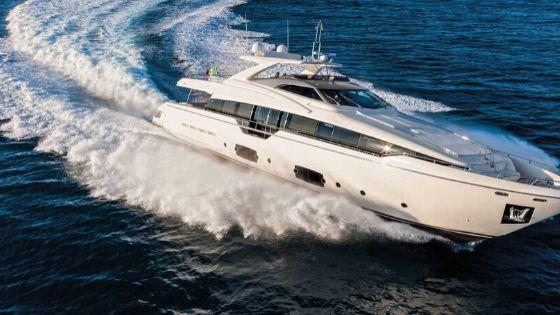 Ferretti Yachts Flybridge Yachts